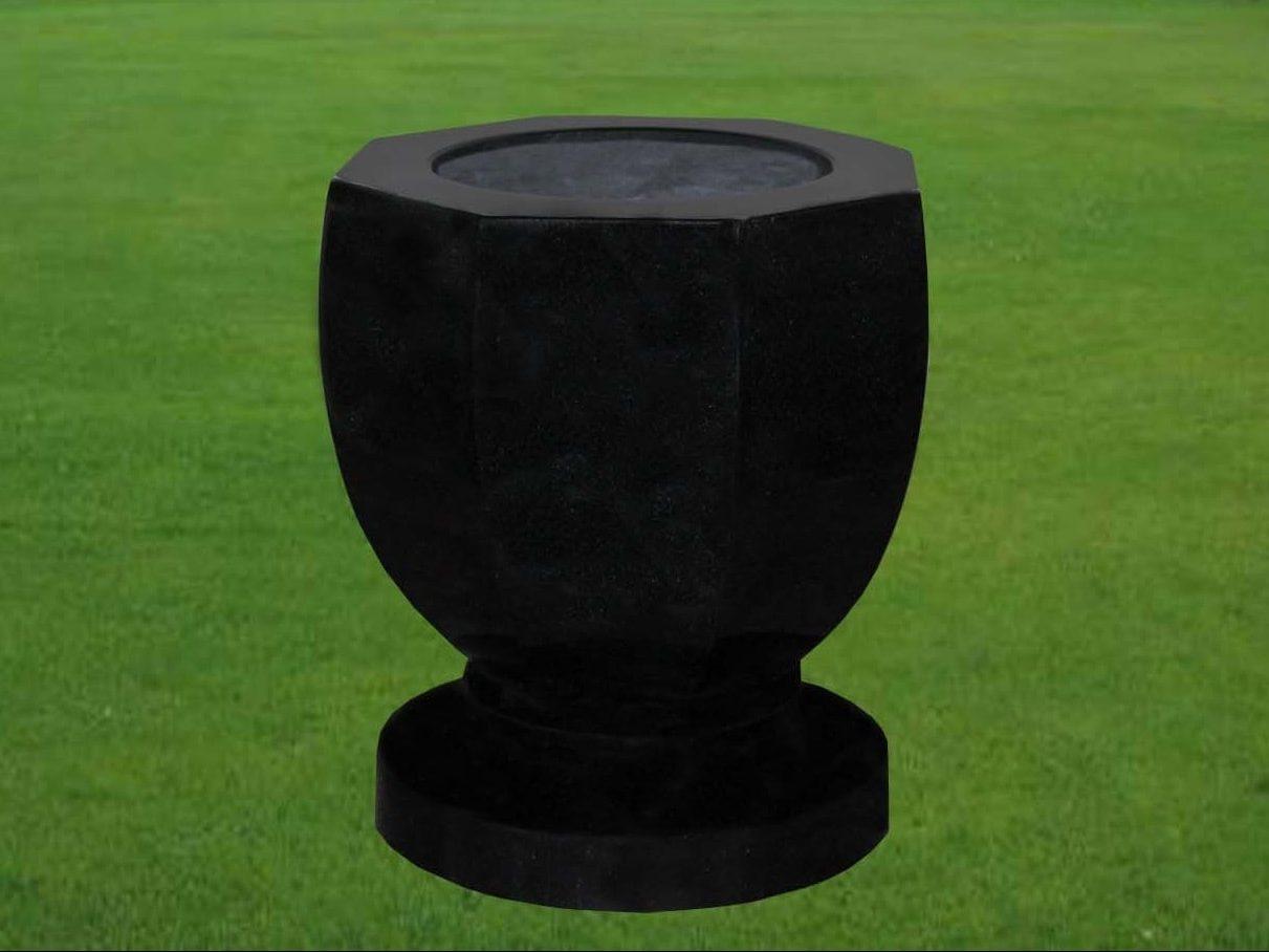 EG-14-27B-398-14 / Jet Black / Octagonal Shaped Vase